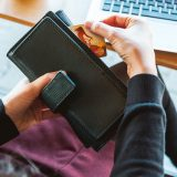 節約財布にはクレジットカードか現金のみのどちらにしますか?